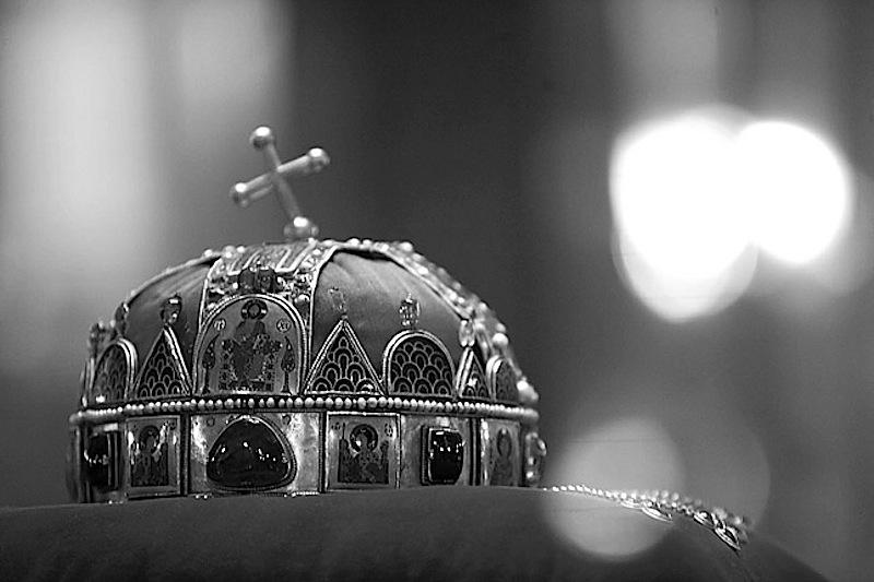 a Szent Korona önmagában volt a legfőbb közjogi méltóság