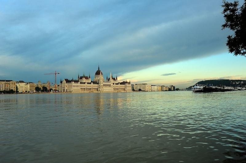 a Duna Budapesten leginkább egy feszített víztükrű medencére emlékeztetett
