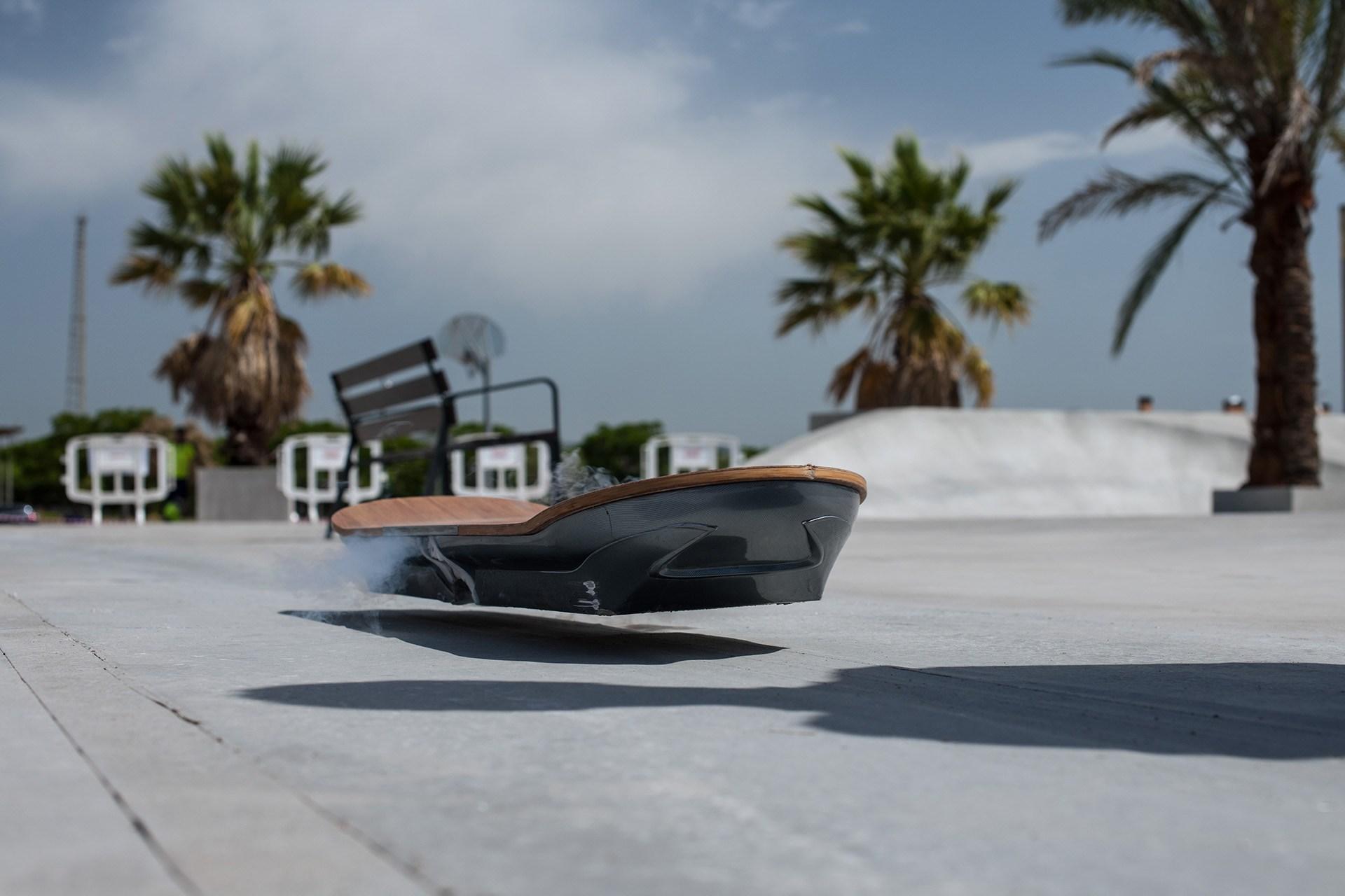 LexusHoverboard_002