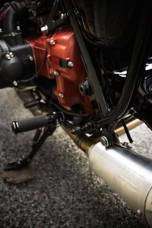 '76-Honda-GL1000-Sur-Les-Chapeaux-De-Roues