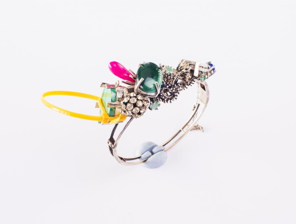 Reka-Lorincz-bracelet-silver-emerald-zaphire-aquamarine-malachit-lapis-lazuli-silver-plated-alpakka-plastic-1024x773