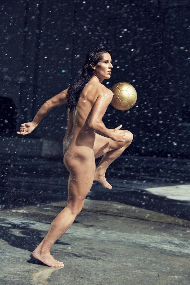 Ali Krieger, football