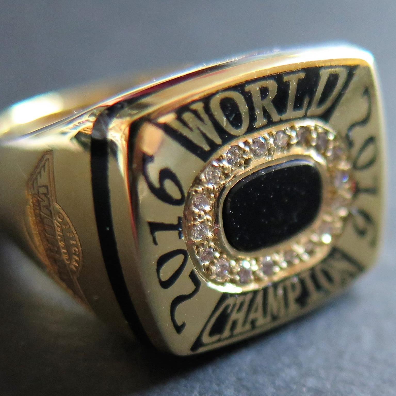 Egy gyűrű mindenek felett!