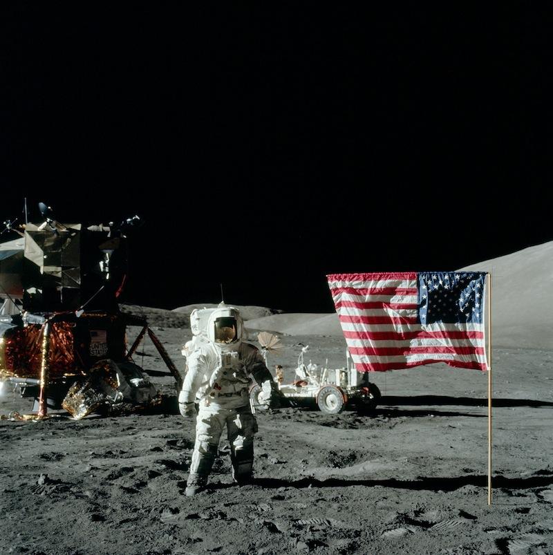 1969 július 21. (saját időzónánk szerint) megtörtént a csoda, az ember eddigi leglátványosabb, legelképesztőbb lépése a világ meghódításának útján.