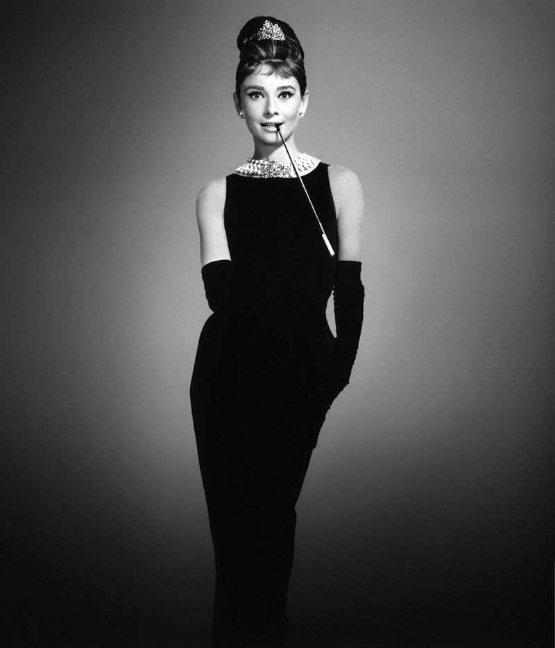 a fekete ruhás Audrey Hepburn