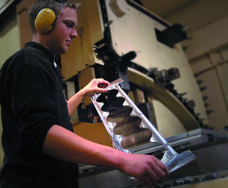 mérnök-dizájner-kézműves hármasságból itt leginkább a kézműves dominál