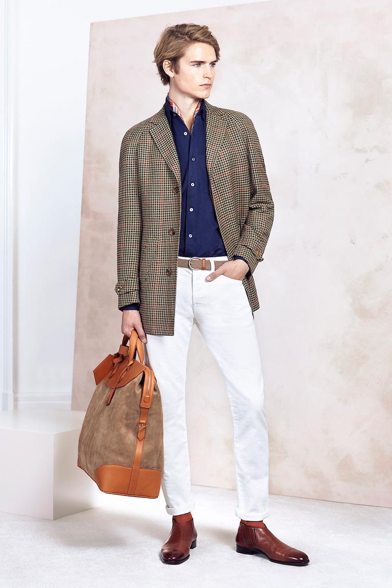 A fehér nadrágot viselni több mint stílus, egy életszemlélet.