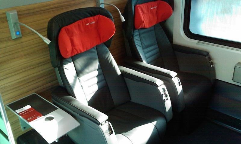 A modern railjet-ek légi közlekedést megszégyenítő szolgáltatást nyújtanak, szépek, tiszták és kényelmesek.