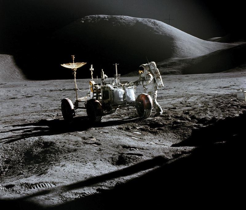A holdprogram hat eredményes leszállás után 1972-ben befejeződik.