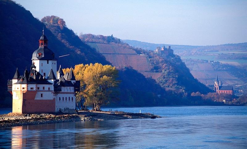 a Rajna, Európa egyik legfontosabb és legpatinásabb folyója