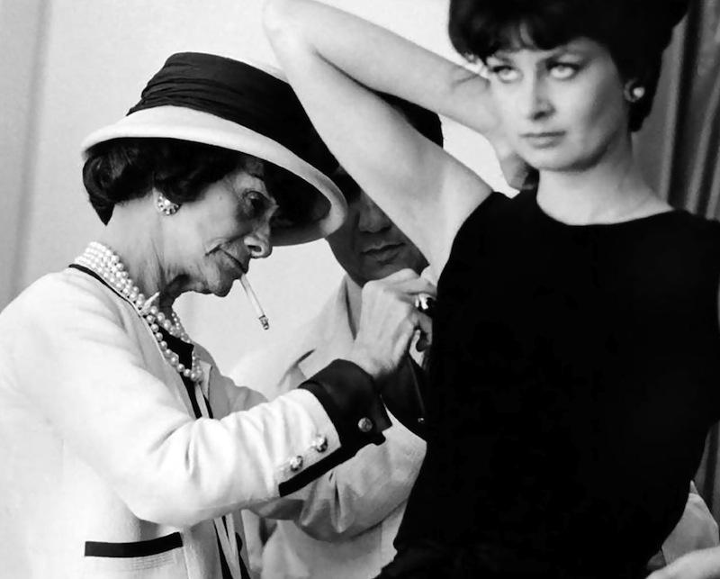 Chanelnek mindannyian hálásak lehetünk, mert nem csak a stílusa de gondolatai is örök érvényűek és nélkülözhetetlenek!