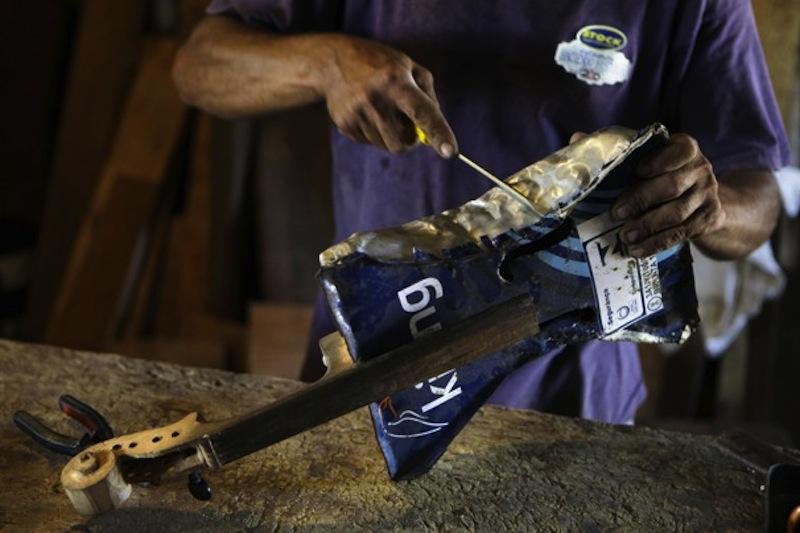 Favio Chavez - a szemétben talált anyagokból elkezdett hangszereket fabrikálni