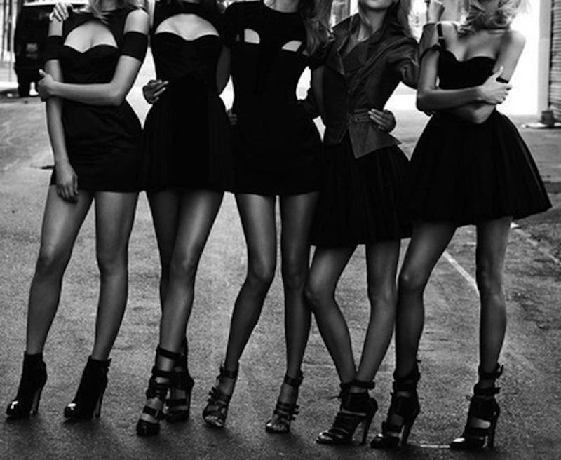 a kis fekete ruha azóta is vezeti a női MUST HAVE listákat