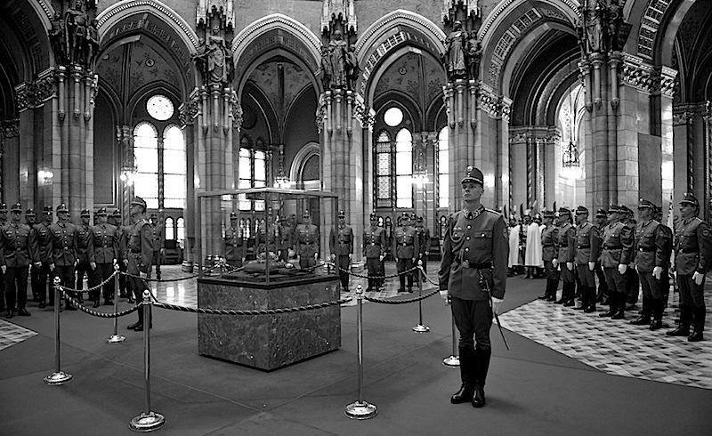 Európa egyik legrégebbi avatási kelléke, múzeumi tárgyként tétlenkedik