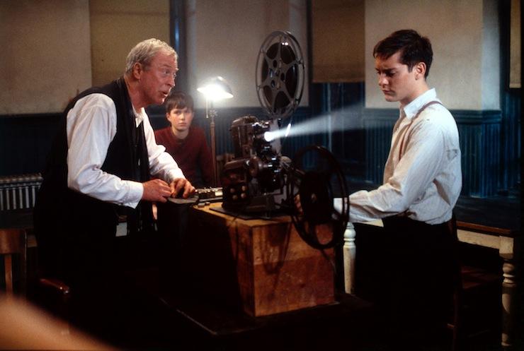 Dr. Wilbur Larch (Michael Caine) és Homer Wells (Tobey Maguire)