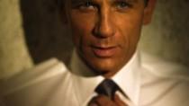 Craig nyegle szögletessége, szűkszavúsága és kimértsége mögött, ott van minden, amit egy 007… ma jelenthet.